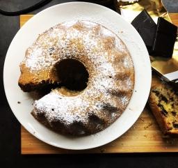 """Bundt cake (""""bábovka"""") with walnuts and chocolate"""
