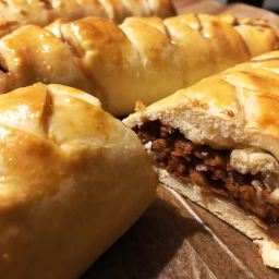 Apple strudel (with easy whipping-cream dough)